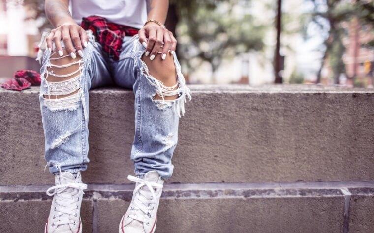 «Рваная» мода – создаем авторские джинсы самостоятельно