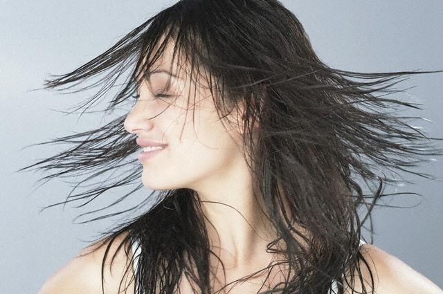 Частности, применяя alerana средства для роста волос для протирания