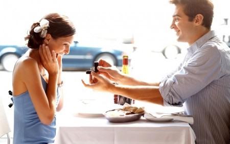 Обычное предложение замуж в кафе