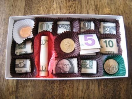 Денежная коробка в подарок подруге